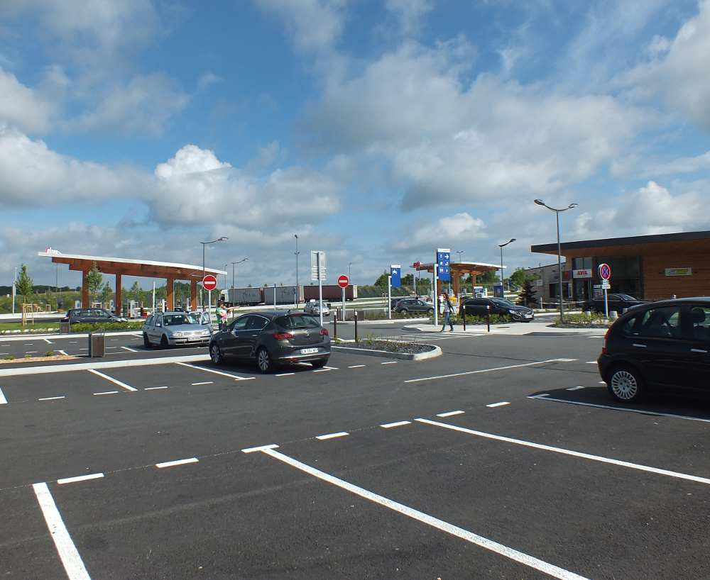 Motorway service areas and hotels - optimised for mobiles