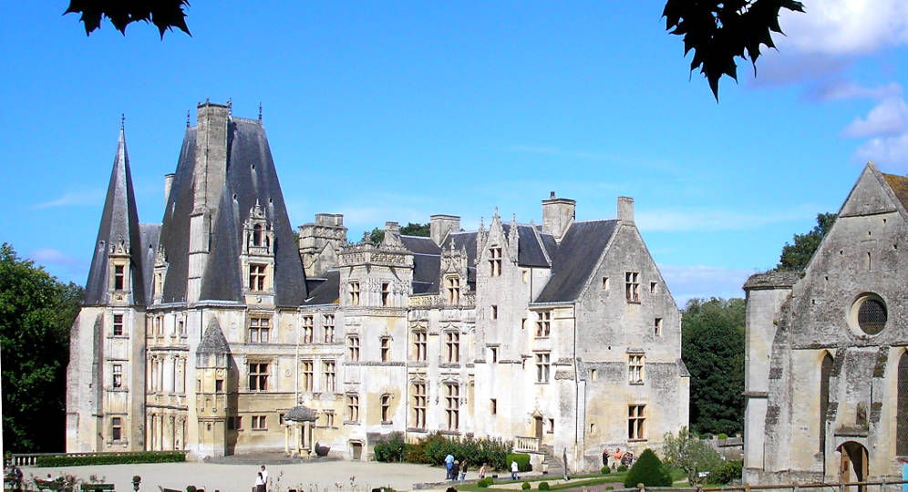 Historic ch teaux in france a choice of the finest for Chateaux in france to stay